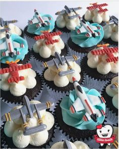 "Cheryl Henderson on Instagram: ""Soaring through the sky on buttercream dreams! These royal icing transfer toppers were fashioned after real planes appearing at the…"" Cupcake Icing, Cupcakes, Cupcake Toppers, Cupcake Cakes, Royal Icing Transfers, Royal Icing Decorations, Cake Decorating, Cookies, Pretzels"