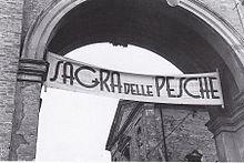 Massa Lombarda. Striscione della Sagra delle Pesche collocato su Porta Lughese (28 agosto 1938)
