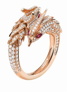 Qeelin Dragon and Phoenix ring (with the phoenix head shown) made of 18k yellow gold, diamond pavé and rubies.