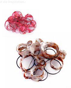 Klimt02: Total Stahl jewellery design publications  JULIA REYMANN  brosche   925er silber, geschwärzt   japanpapier, gefärbt   ø 7cm   brosche   stahl, gerostet   925er silber, geschwärzt   japanpapier, gefärbt   6 x 6 cm