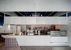 Swimming Pool Studio bases Shanghai cafe interior on the Mediterranean Sea Contemporary Interior Design, Bathroom Interior Design, Cafe Restaurant, Restaurant Design, Foodtrucks Ideas, Blue Cafe, Moraira, Counter Design, Cafe Shop