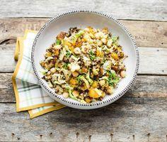 Insalata tiepida di grano saraceno con ceci, cavolfiore e zucca arrosto
