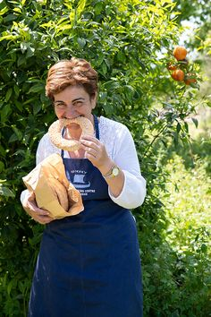 Koulouri Thessalonikis are very healthy as it's encrusted in high-quality sesame and has no added fats. Koulouri Thessalonikis are suited for Greek Lent. Greek Christmas, Christmas Bread, Christmas Cookies, Grilled Sardines, Garlic Soup, Greek Recipes, Meals For One, A Food, Breads