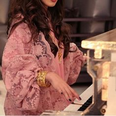 Niqab Fashion, Modest Fashion, Fasion, Fashion Dresses, Maxi Dresses, Whatsapp Dp, Dps For Girls, Arabian Women, Pakistani Fashion Casual