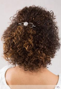 'Shelly' the flexi clip, adorns her gorgeous curls! Is anyone else dreaming of a beach vacation now? curly girl hairstyles, half up hairstyle, Lilla Rose accessory for a quick and easy way to a great hair day! Curly Hair Cuts, Curly Hair Styles, Natural Hair Styles, Loose Braids, Twist Braids, Ethnic Hairstyles, Girl Hairstyles, Barrettes, Rose Hair