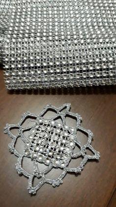 Havlu Col Crochet, Crochet Borders, Crochet Shoes, Crochet Flowers, Free Pattern, Crochet Necklace, Sewing, Diamond, Handmade