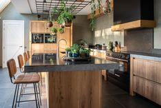 Modern Kitchen Interiors, Modern Kitchen Design, Interior Design Kitchen, Danish Kitchen, Reclaimed Wood Bars, Wood Bar Table, Beautiful Kitchens, Home Decor Inspiration, Sweet Home