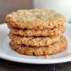 Thin and Crispy Oatmeal Cookies from Mel's Kitchen Cafe. She said these were utterly delicious and are the only thin and crispy cookies she likes. These are amazing! They were chewy in the middle and crunchy on the edges. Crispy Oatmeal Cookie Recipe, Banana Oatmeal Cookies, Crispy Cookies, Baked Oatmeal, Crunchy Cookies Recipe, Oatmeal Recipes, Oatmeal Scotchies, Oatmeal Biscuits, Oatmeal Yogurt