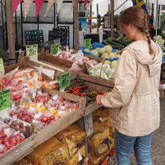 Herlig å ha muligheten til å kjøpe ferske og økologiske grønnsaker fra den lokale gartneren ved hytta i ferien