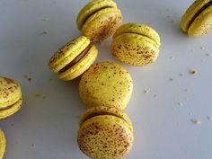 Macaron Filling, Macaron Flavors, Macaron Recipe, Macaron Caramel, Macaron Pistache, Macaroon Cake, How To Make Macarons, Macaroons, Let Them Eat Cake