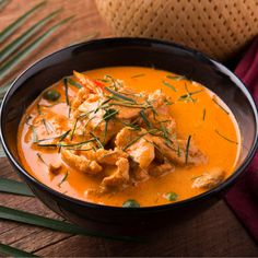 Thai Red Curry with Chicken & Mango Fish Recipes, Indian Food Recipes, New Recipes, Vegan Recipes, Ethnic Recipes, Red Thai, Thai Red Curry, Asparagus Beans, Extra Firm Tofu