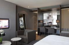 LEEM Wonen schreef over Hotel The Dylan in Amsterdam, waar Remy Meijers 16 nieuwe kamers ontwierp. The Dylan is Netherlands Leading Hotel! Luxury Interior, Interior Styling, Interior Design, Dylan Hotel Amsterdam, Built In Dressing Table, Leading Hotels, Garage Apartments, Hotel Interiors, Architects