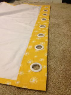 No sew blackout curtains - these would be great to make for a nursery. Keep the room dark.