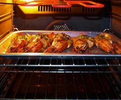 Portare i gamberi in tavola è sempre sinonimo di una cena di classe. Nonostante non si tratti di un cibo economico, ha il vantaggio di essere veloce da preparare ed estremamente semplice.