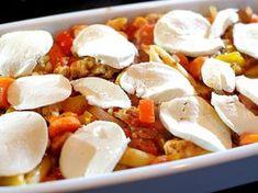 Pastaschotel uit de oven met kip pesto, tomaat, prei, paprika en mozzarella