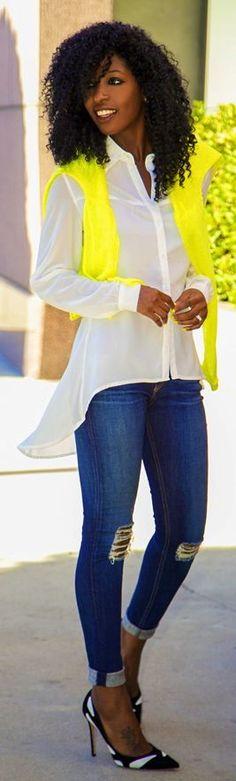 Casual outfit in wit, geel en jeans