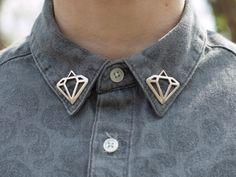 Broches de diamants pour décorer votre collier, vos manches ou vos épaulettes. Vendus en paire. Chaque diamant est denviron 1,25 de large et