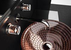 Parmi toutes les couleurs tendance de la saison l'or rose est ma préférée.  Glamourous Tuning est une collection de poignées pour robinetterie fabriquées à la main en cristal 24% Pb sur une base en laiton. By Glass Design.  Bientôt disponible sur http://ift.tt/1y1ijcs  #glassdesign #cristal #interiordesign #bathroom #luxury #amsld