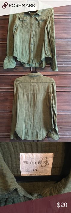 Free People Army Green Button Down Top Crinkle Army green color button down top. No stains or holes. There is a spot on the front below the pocket where my necklace snagged a couple of threads. It's not that noticeable, especially if worn Un-buttoned. Crinkled fabric is 100% cotton. Size small and fits true to size. Never dried. Free People Tops Button Down Shirts
