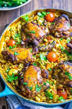 One Pot Mediterranean Chicken Orzo - Pinch Of Nom Slimming Recipes Baked Pasta Recipes, Chicken Recipes, Cooking Recipes, Healthy Recipes, Vegetable Recipes, Meat Recipes, Recipies, Mediterranean Chicken, Mediterranean Diet Recipes
