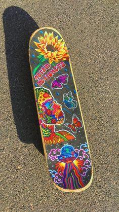 Painted Skateboard, Skateboard Deck Art, Skateboard Design, Skateboard Girl, Custom Skateboard Decks, Custom Skateboards, Cool Skateboards, Photographie Indie, Arte Indie