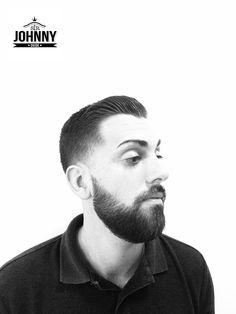 LowFade haircut. #sirjohnnydude siempre es un corte elegante. Barbería en Valencia