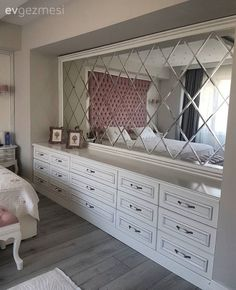 Ayna, Yatak Odası 14 Most Popular Interior Design Styles Explained. Elegant Bedroom Design, Beautiful Bedroom Designs, Beautiful Bedrooms, Decoration Bedroom, Home Decor Bedroom, Mirror Bedroom, Home Design, Interior Design, Bohemian Style Bedrooms