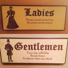 """""""Damas, por favor mantenham-se sentadas durante toda a performance. Cavalheiros, sua mira irá ajudar. Permaneça próximo; é menor do que você pensa""""."""