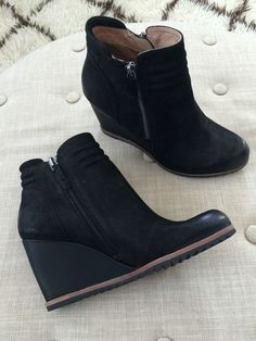 7639d4ea4c7 Fall fashion - black wedge bootie Wedge Booties Outfit