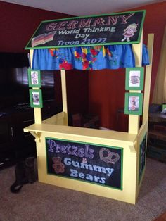 Girl Scout World Thinking Day. converted cookie booth to a food shack! Girl Scout Swap, Girl Scout Leader, Brownie Girl Scouts, Girl Scout Cookies, Gs World, Girl Scout Juniors, World Thinking Day, Daisy Girl Scouts, Girl Scout Crafts