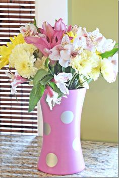 Using Pantone's Color of the Year, Radiant Orchid, in small doses.  Thriftstore vase makeover!