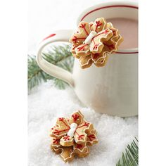 Anthropologie Snowflake Mug Toppers ($12) ❤ liked on Polyvore featuring home, kitchen & dining, kitchen gadgets & tools, red and anthropologie
