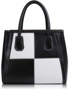 Τσάντα σε μαύρο-άσπρο χρώμα απο τεχνητό δέρμα (Art PU Leather), η οποία διαθέτει λουρί για κρέμασμα στον ώμο και κλείνει με φερμουάρ. Εσωτερικά έχει φόδρα με τέσσερις θήκες, εκ των οποίων οι δύο με φερμουάρ. Διαστάσεις: 33,5x16x27,5 εκ. Κωδικό: HF2 www.helenfashion.gr