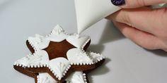 Zdobení perníčků Královskou glazurou Sugar, Cookies, Baking, Sweet, Advent, Food Ideas, Crack Crackers, Candy, Biscuits