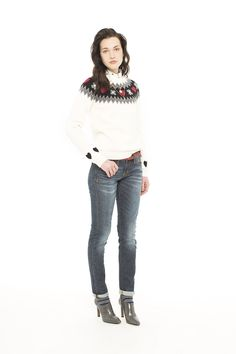 Nordic-style white wool sweater. #SUN68 #SUN68xmas #sweater #woolsweater #christmas #christmasparty #xmas #giftideas #outfit