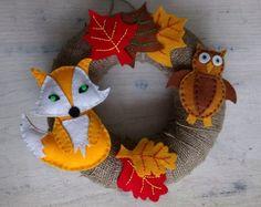 Podzimní věnec s lesní zvěří | Rodina21 #autumn #autumncrafts #diy #wreaths Dinosaur Stuffed Animal, Christmas Ornaments, Holiday Decor, Home Decor, Jute, Decoration Home, Room Decor, Christmas Jewelry, Christmas Baubles