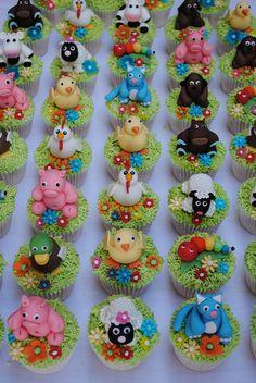 farm animals Fondant Toppers, Fondant Cakes, Cupcake Cakes, Horse Birthday Parties, Farm Birthday, Glitter Cupcakes, Cute Cupcakes, Barnyard Party, Farm Party
