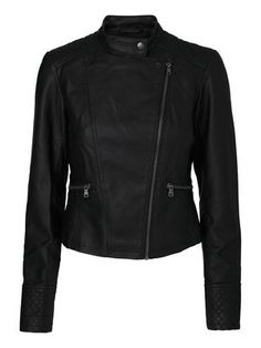 A good leather jacket sets any outfit apart! This one is so sexy. Leather look jacket from VERO MODA. Perfect for the festival season. #veromoda #fashion #style #jacket #festival