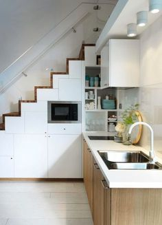 Home design and interior. scandinavian-kitchen-design-in-understairs. Small Modern Kitchens, Cool Kitchens, Küchen Design, House Design, Design Ideas, Kitchen Under Stairs, Loft Stairs, Ikea Living Room, Stair Storage