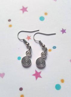 Swirl earrings, Swirl jewellery, Dangle earrings, Swirls, Elegance, Classy jewellery, Gifts for her, Gift ideas
