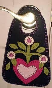 Afbeeldingsresultaat voor woolapplique basket to hang on the wall or a door knob.