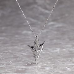 This silver charm is based on the motif on Lightning's armor as seen in the upcoming game, LIGHTNING RETURNS: FINAL FANTASY XIII. With sharp...