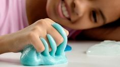 Learn how to make glowing slime with UHU! Crafts To Sell, Diy And Crafts, Crafts For Kids, Diy Cleaning Products, Cleaning Hacks, Cleaning Recipes, Homemade Goop, Homemade Paint, Pate Slime
