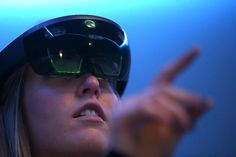 4 Ways Augmented Reality Could Change Corporate Training Forever Public Policy Issues, Microsoft, Augmented Reality Technology, Technology 2017, Mental Health Treatment, Le Figaro, Challenges And Opportunities, Alcohol Detox, Ways Of Seeing