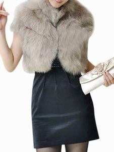 Grey Faux Fur Coat, Faux Fur Vests, Faux Fur Jacket, Mode Short Noir, Blazers For Women, Jackets For Women, Black Shorts Fashion, Faux Fur Bolero, Fur Accessories