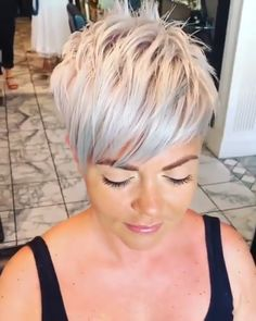 Silver Short Hair - One of the best style is trying short bob hair. Make the roots black and leave the ends blonde. Short Grey Hair, Short Hair With Bangs, Short Hair Cuts For Women, Girl Short Hair, Short Hair Styles, Thin Hair, Long Hair, Short Spiky Hairstyles, Short Pixie Haircuts