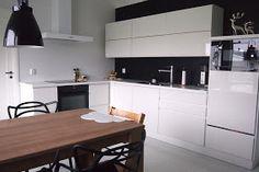 sopivasti sikin sokin: hieno Puustelli musta-valko keittiö / kök