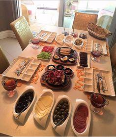 List of Top gadgets for teens Brunch Mesa, Breakfast Platter, Turkish Breakfast, Good Food, Yummy Food, Food Platters, Food Decoration, Food Goals, Aesthetic Food