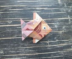 Geldschein falten Fisch - Endergebnis eines fertigen Geld-Fisches