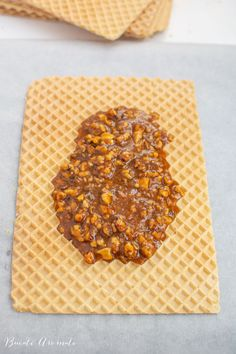 Caramel wafers in Lica sheets Dessert Cake Recipes, Sweets Recipes, Dog Food Recipes, Cooking Recipes, Romanian Desserts, Romanian Food, French Desserts, Easy Desserts, Sicilian Recipes